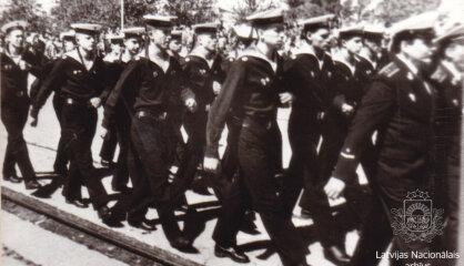 1993. gads: Apgrozībā nāk pieclatnieks, Krievija izved armiju, Latvijā pieaug mobilo telefonu un peidžeru skaits