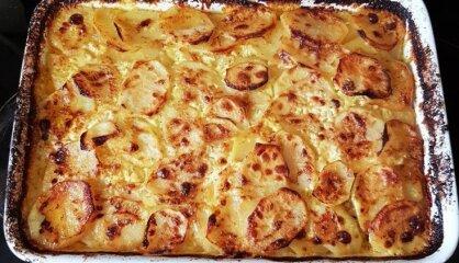 Kartupeļu-maltās gaļas sacepums ar sieru