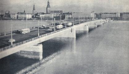 1957 год: Каменный мост, Лайка на орбите