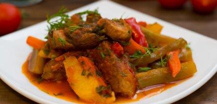 Азу – мясное рагу в томатном соусе с картофелем и соленым огурцом