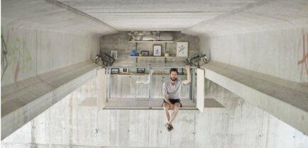 ФОТО: Испанский мебельщик соорудил себе секретный офис… под мостом