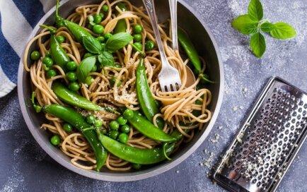 14 receptes, kas pierāda – spageti var pagatavot garšīgi arī bez kripatiņas gaļas