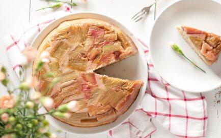 Saldā un skābā līdzsvarā: 10 izcili gardas rabarberu kūkas