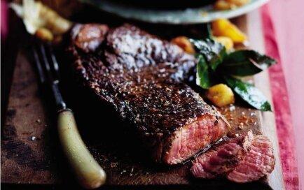 Liellopa steiks ķimeņu un raudenes marinādē