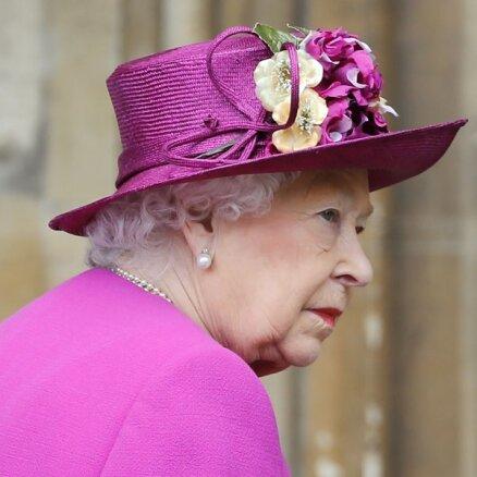 СМИ: Елизавета II планирует подать в суд на принца Гарри и Меган Маркл