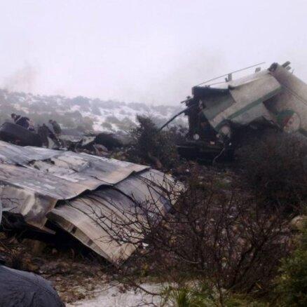 На месте крушения самолета в Алжире нашли выжившего (+фото)