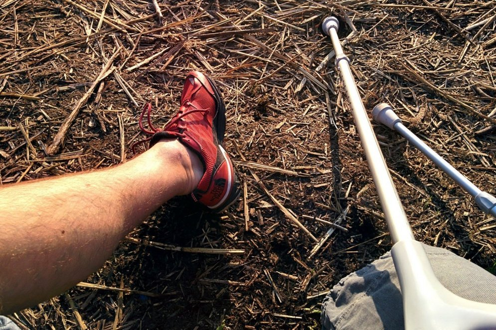 Жизненная история: человек, потерявший под троллейбусом ногу, просит о помощи