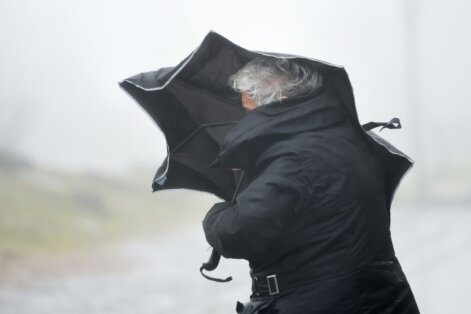 Meteorologi brīdina par vētru Rīgā