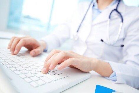 Slimnīcām lūgts sniegt datus par virsstundas strādājošajiem mediķiem