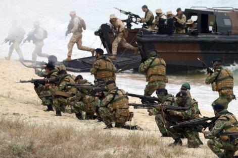 24 мая: потенциал Латвии на случай войны, увядающий транзит, мошенники из соцсетей