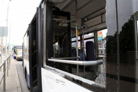 Neuzmanība, ātrums un nogurums: 'Rīgas satiksmes' šoferi tiesas priekšā