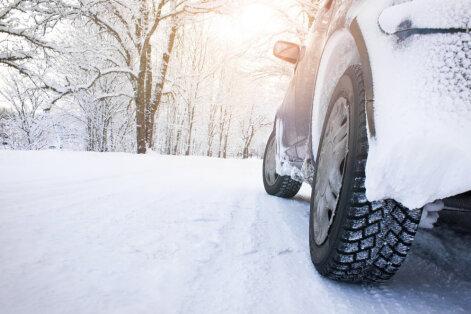 Sinoptiķi: autovadītājiem nevajag steigties ar riepu maiņu
