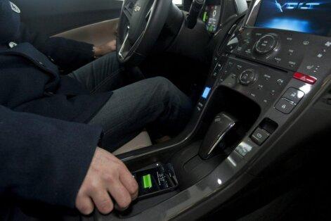 Augustā bez autovadīšanas tiesībām paliks pirmie alimentu nemaksātāji, vēsta LNT