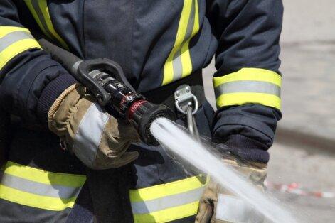 Glābēji Preiļos no piedūmotas ēkas evakuē sešus cilvēkus