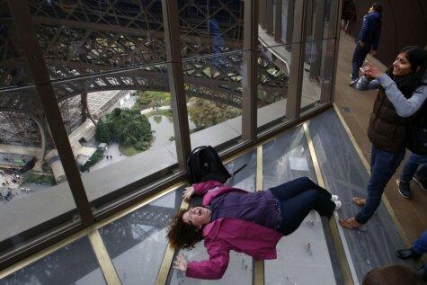 Eifeļa tornis kļuvis vēl draudzīgāks selfijiem