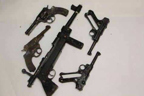 Kontrabandistiem ar vājiem nerviem neskatīties: Latvijā atrastās kontrabandas iznīcināšana
