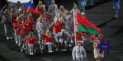 ВИДЕО: СМИ узнали имя человека, вынесшего на Паралимпиаде российский флаг