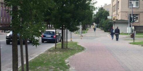Jelgavā drosmīgs autovadītājs stūrē pa vienvirziena ielu pretējā virzienā