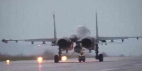Krievijas aviobāzi Sīrijā atstāj pirmā kara lidmašīnu grupa