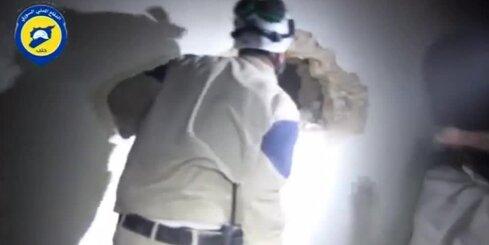 Sīrijā no drupām glābj cilvēkus