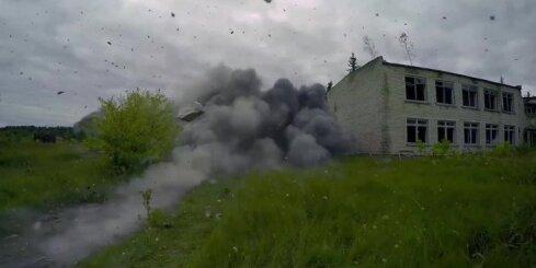Karavīri un zemessargi Skrundā spridzina māju