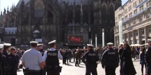 Pēc Ķelnes uzbrukumiem kritizē policiju; kliedzošajām sievietēm neviens nav palīdzējis