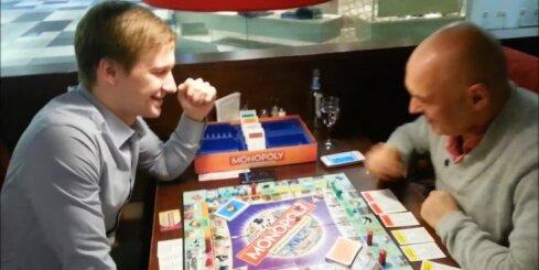 Varis Vētra spēlē 'Monopoly' un balso par Rīgu
