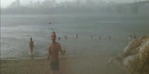 Novosibirskā atpūtniekus pārsteidz milzīga krusa