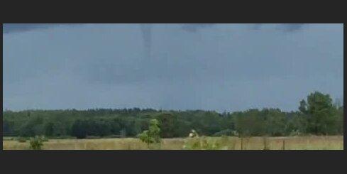 Upesgrīvā nofilmē nelielu tornado