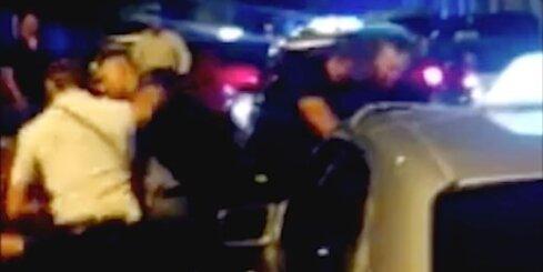 Policisti Rīgā pie naktskluba kaujas ar taksistiem