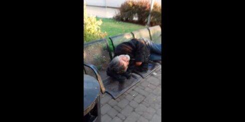 Bezpajumtnieki pie Rīgas stacijas