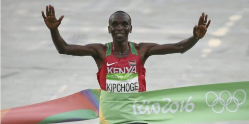 Кениец Кипчоге быстрее всех пробежал марафон