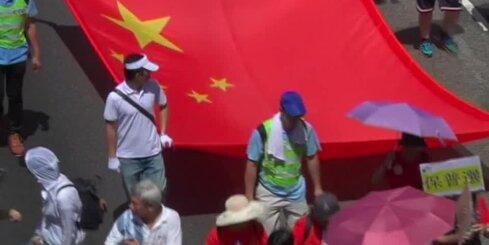 Ķīnas režīma atbalstītāji iziet Honkongas ielās