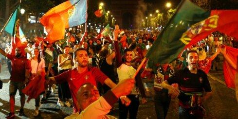 Video: Portugāles futbola fanu skaļā sajūsma par uzvaru EURO 2016