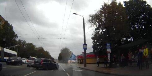 Kādēļ Brīvības ielā veidojas avārijas situācijas
