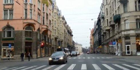 Tik ļoti jāsteidzas, ka brauc pie sarkanās gaismas