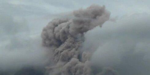 'Nemierīgais' Sinabungas vulkāns Indonēzijā