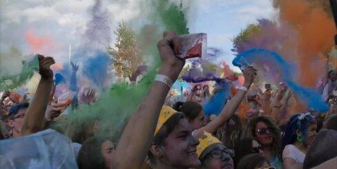 'HOLI Krāsu Festivāls' uzspridzina Lucavsalu