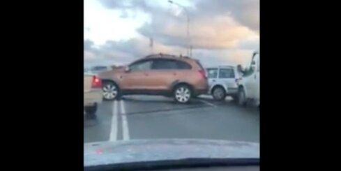 Pamatīga autoavārija uz Jelgavas šosejas