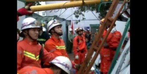 Ķīnas būvlaukumā nogāžoties celtnim, gājuši bojā 18 cilvēku