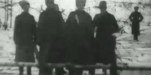 Arhīva video: Vācu un krievu karavīri brāļojas pie Daugavpils, 1917. gads