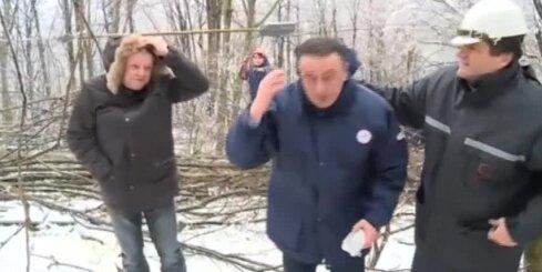 Serbijas enerģētikas ministram intervijas laikā uz galvas uzkrīt lāsteka