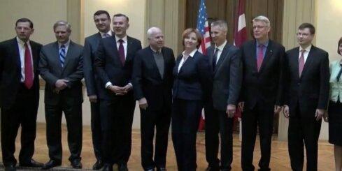 ASV senatori ierodas Saeimā