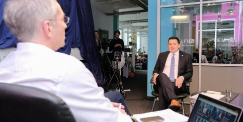 'Delfi TV ar Jāni Domburu': kazačoki, prostitūtas un politiskā loma – Artuss Kaimiņš