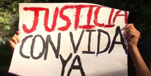 Meksikā tūkstošiem cilvēku protestē pret bezdarbību 43 pazudušo studentu meklēšanā