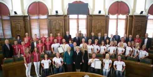 Foto: Saeimas namā sumina Latvijas olimpiešus un paralimpiešus
