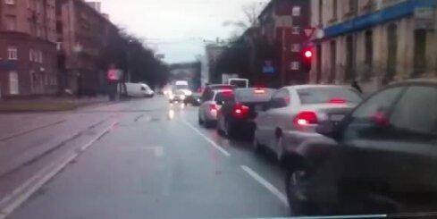 Autovadītāju no avārijas izglāba ātra reakcija