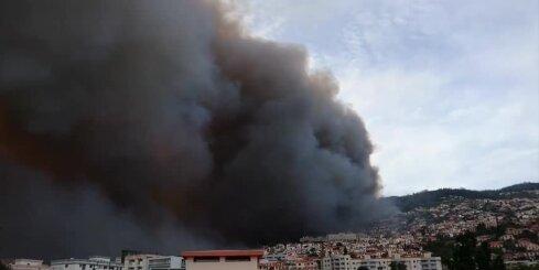 Ugunsgrēku dēļ Madeirā evakuēti vairāk nekā 400 cilvēki
