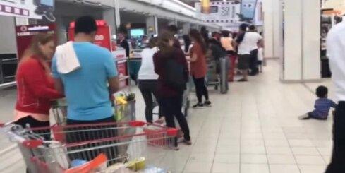 Katarā paniski izpērk lielveikalus