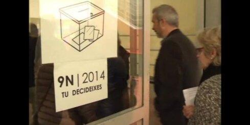 Katalonijā simboliskajā balsojumā par neatkarību nobalsojuši 80,7% vēlētāju